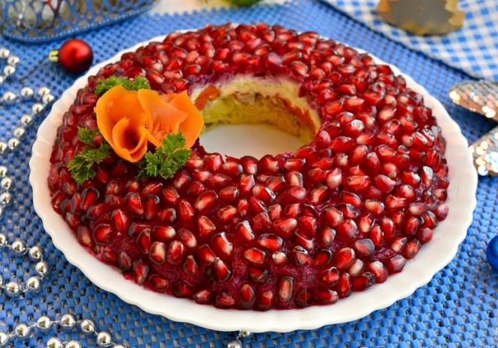 салат Гранатовый браслет с грибами