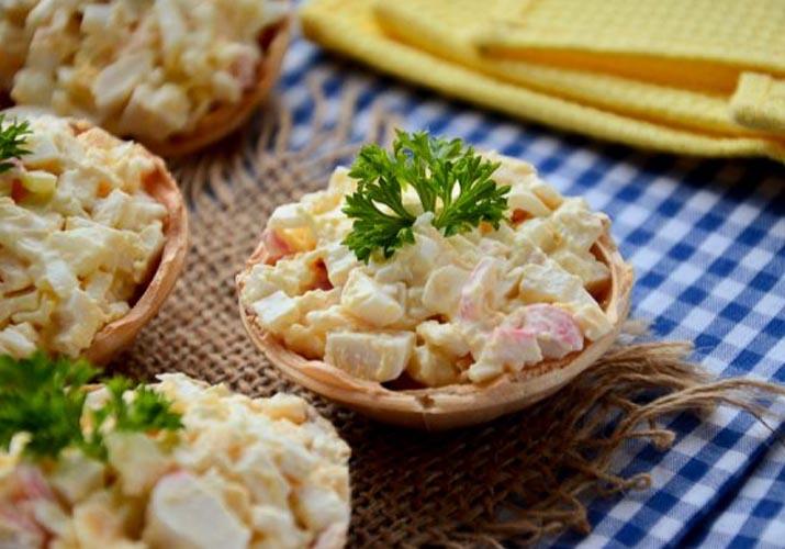 тарталетки с крабовыми палочками, сыром, яйцом и чесноком