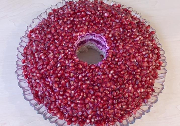 салат Гранатовый браслет с грецким орехом