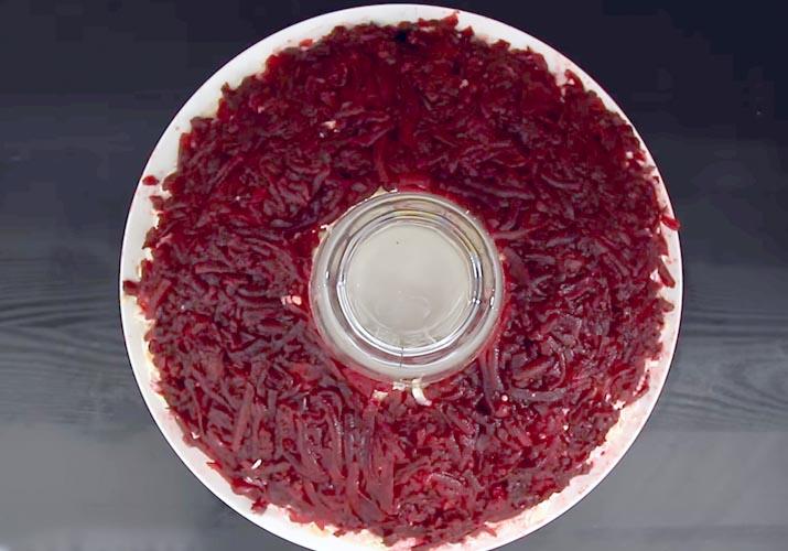слой свеклы для салата Гранатовый браслет с говядиной