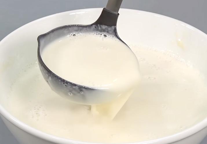 Тонкие блинчики на молоке с дырочками тесто в половнике